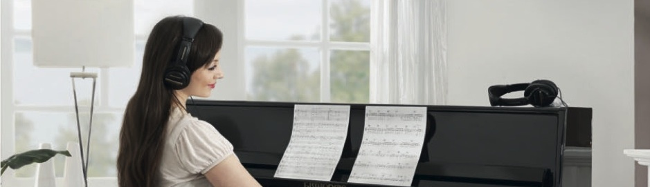 Pianowithmodel-web1