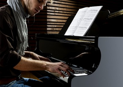 QT-ProRec-Man-at-Piano